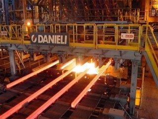 فولاد جهانی تحت فشار دو عامل