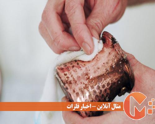 کشیدن خمیر روی سطح ظرف